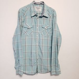 AMERICAN EAGLE Blue plaid button down with snaps